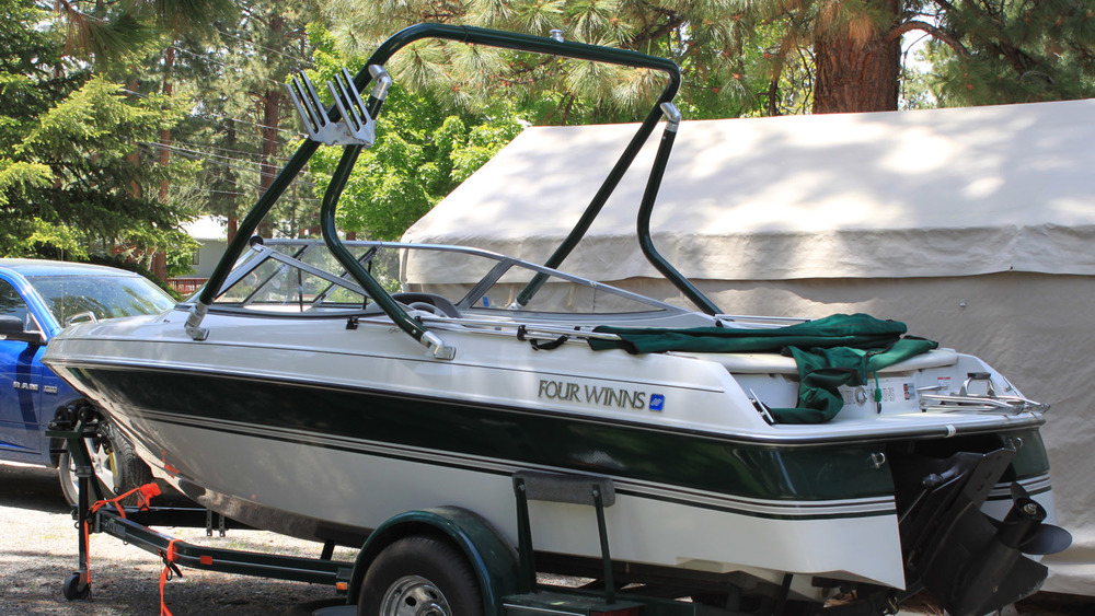 Wakeboar Tower rear on a 1996 Four winns 190 horizon