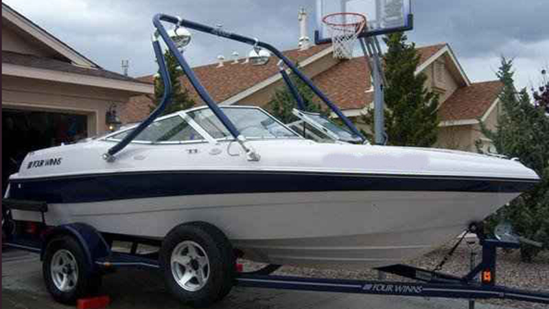 Wakeboard tower on a 1996 four winns 200 horizon