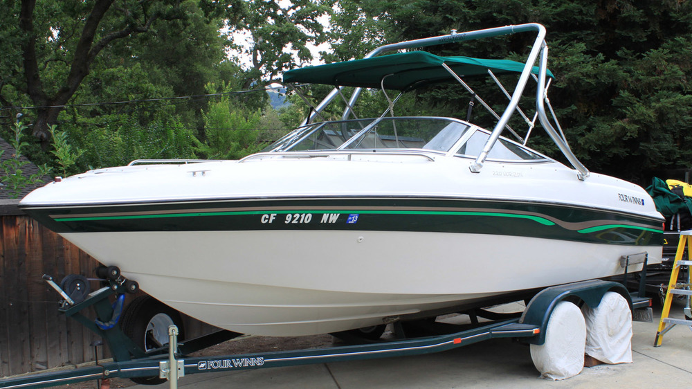 Wakeboard Tower on a 1996 four winns 220 horizon