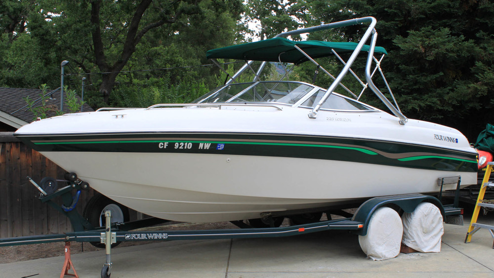 Wakeboard Tower on a 1996 four winns 220