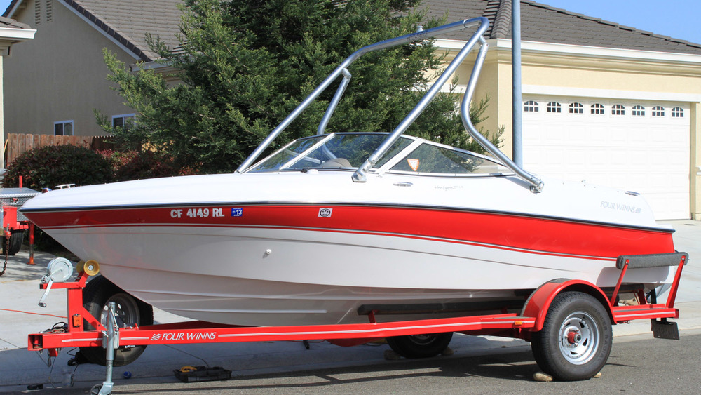 Wakeboard Tower on a 1998 four winns 180 horizon