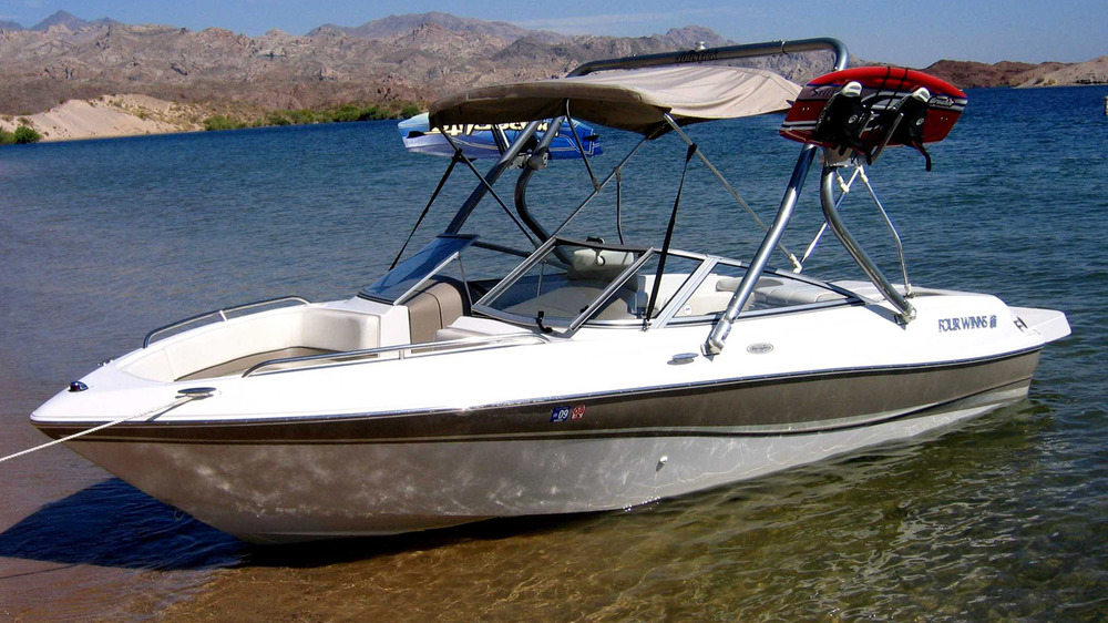 Wakeboard Tower on a 2003 four winns 190 horizon