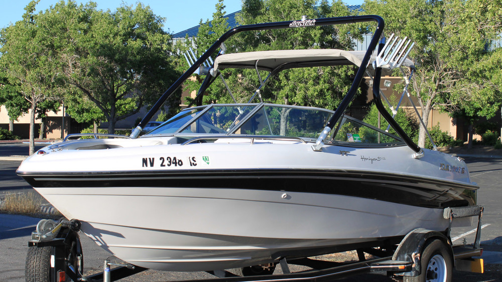 Wakeboard Tower on a 2004 four winns 180 horizon