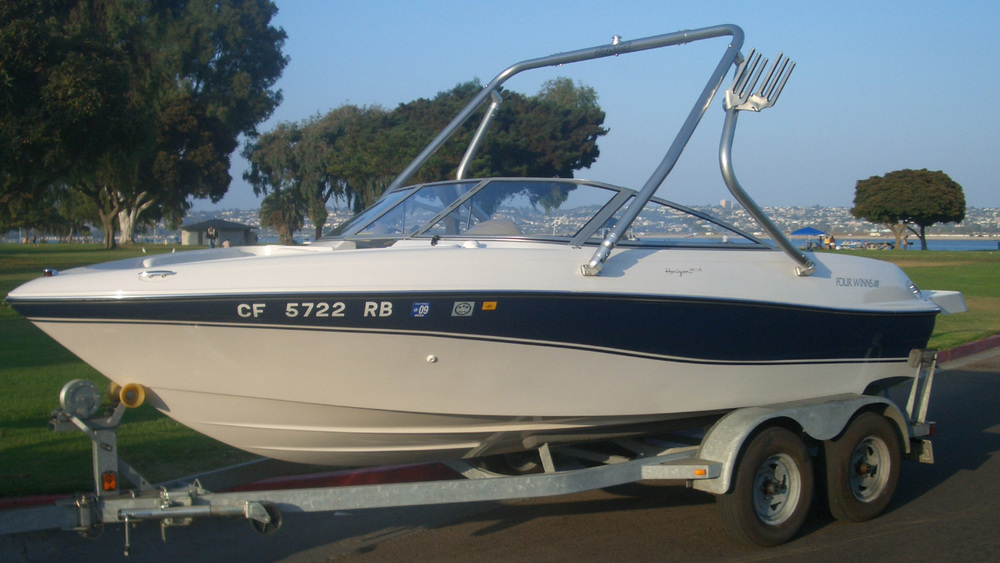 Wakeboard Tower on a 2005 four winns 190 horizon