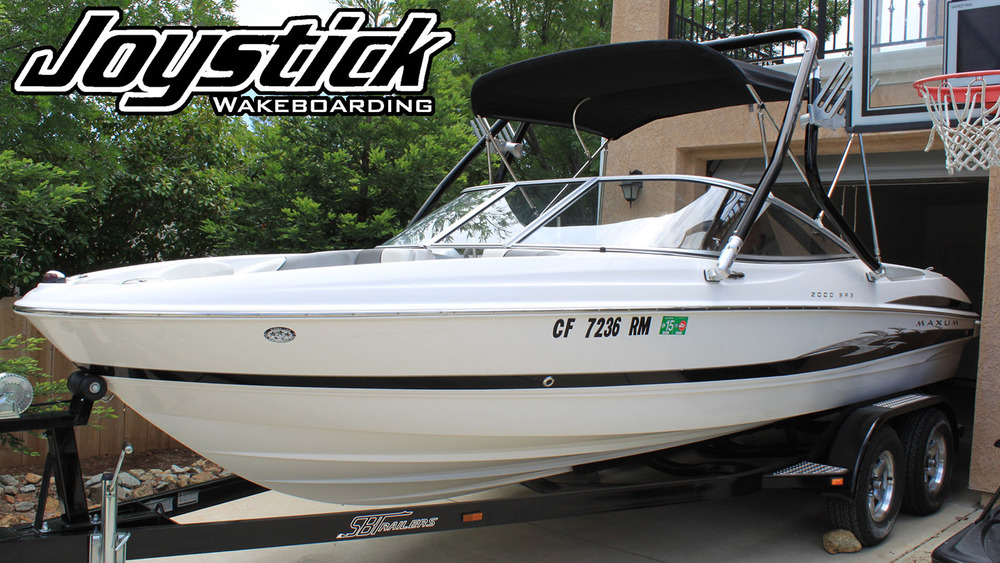Wakeboard tower on a 2006 Maxum 2000 sr3