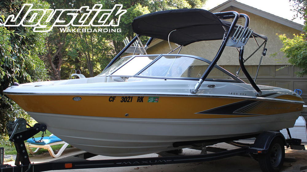 Wakeboard tower on a 2007 Maxum 1900 sr3