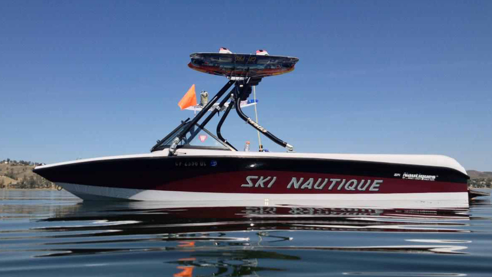 tower on a 1999 ski nautique