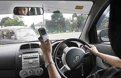 10-bad-habits-of-malaysians-texting-while-driving