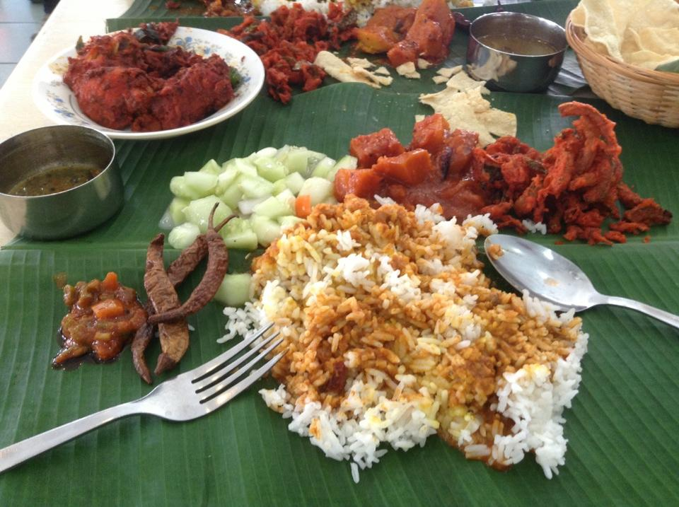10-iconic-foods-of-Malaysia-banana-leaf-rice