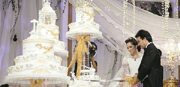So this is what a RM12,000 wedding cake looks like!