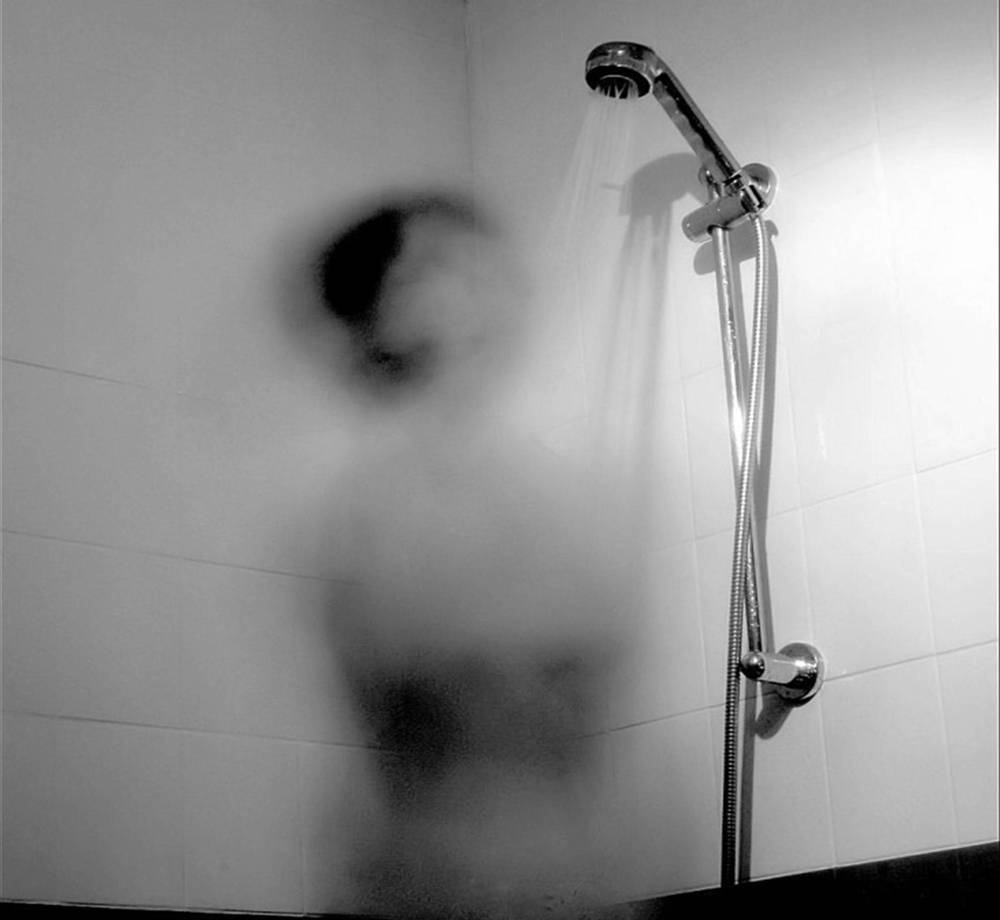 11-terrifying-short-horror-stories-that-will-give-you-goosebumps-shower