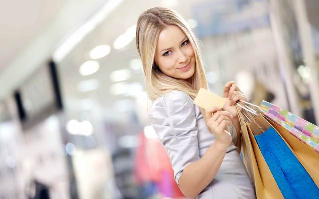10-characteristics-of-a-low-maintenance-girl-pay-own-shopping