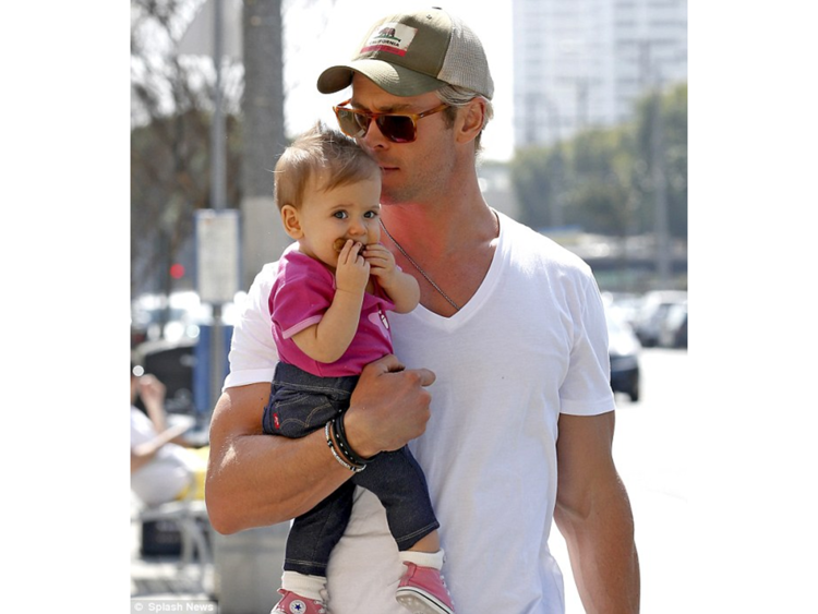 8-luckiest-little-girls-in-the-world-india-rose-hemsworth-1