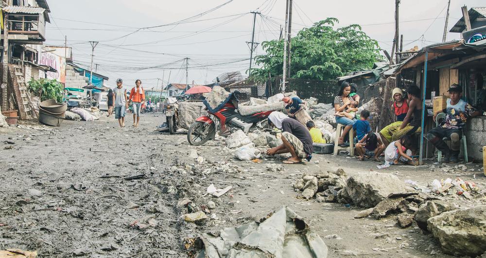 A-walk-through-the-slums-of-manila-philippines-5