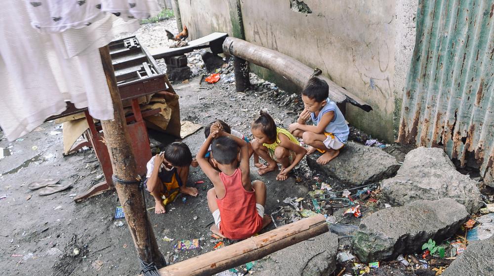 A-walk-through-the-slums-of-manila-philippines