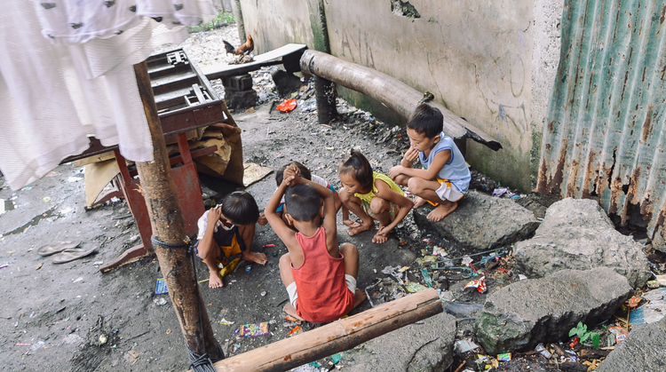 A-walk-through-the-slums-of-manila-philippines