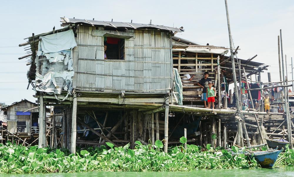 A-walk-through-the-slums-of-manila-philippines-1