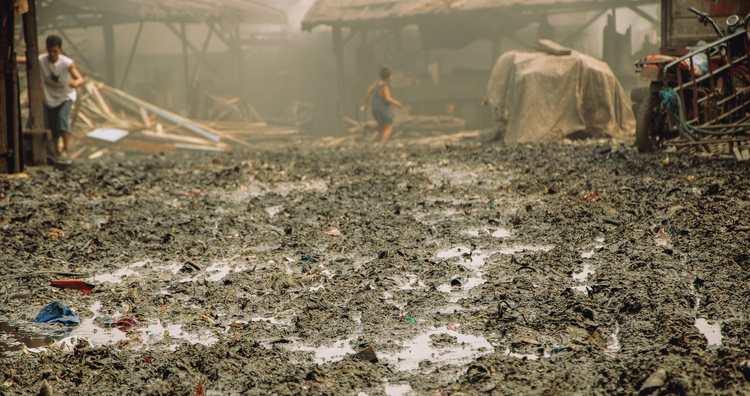 A-walk-through-the-slums-of-manila-philippines-10