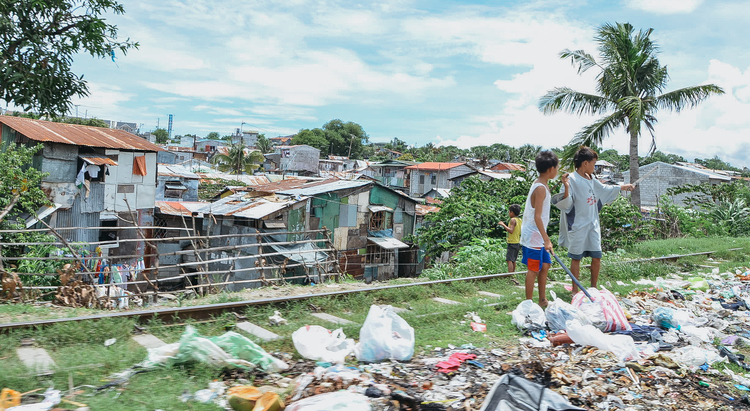A-walk-through-the-slums-of-manila-philippines-2