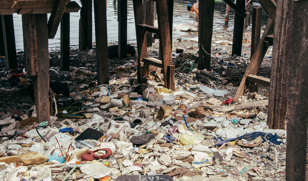 A-walk-through-the-slums-of-manila-philippines-12