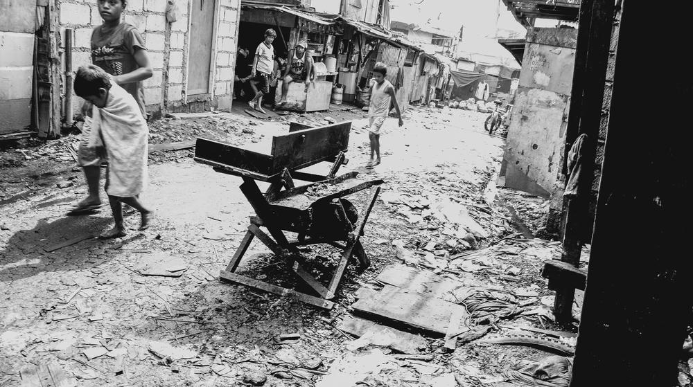 A-walk-through-the-slums-of-manila-philippines-8