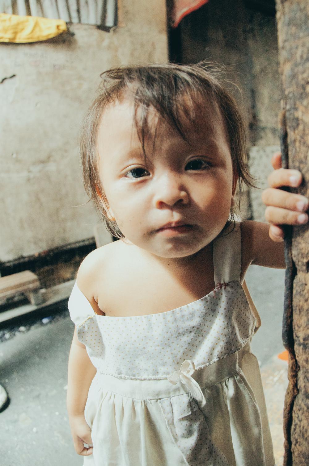 A-walk-through-the-slums-of-manila-philippines-7