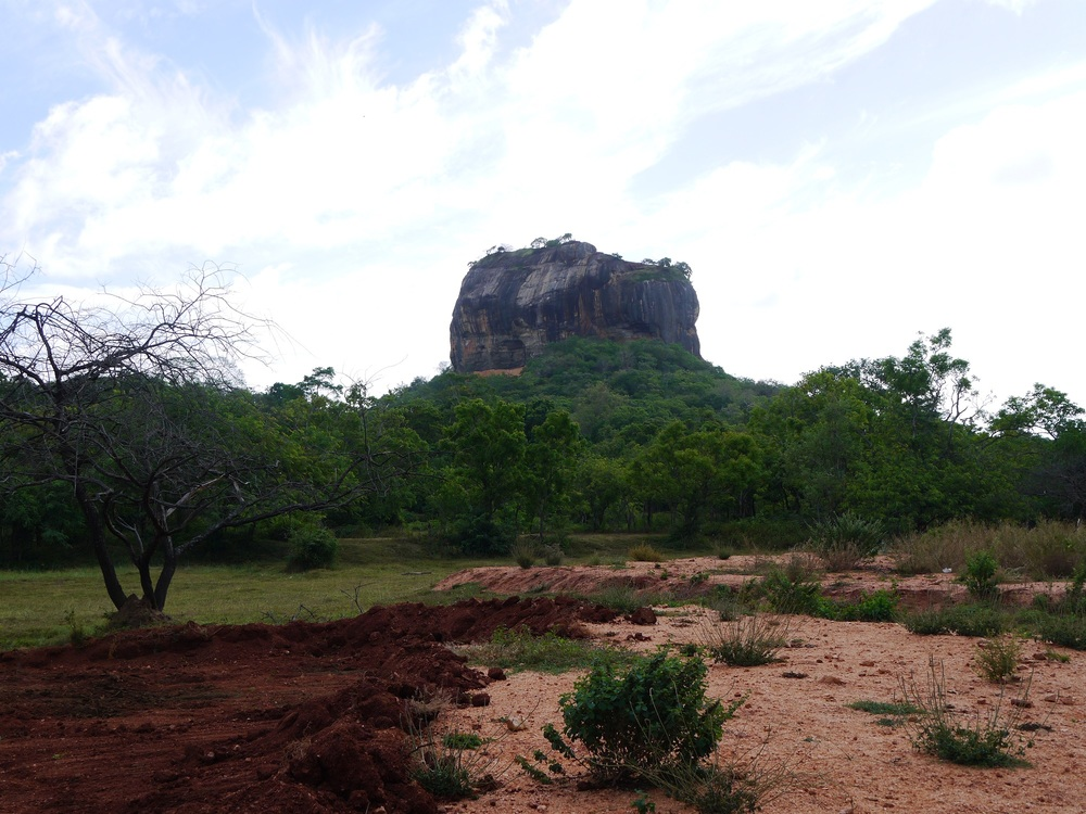 9-iconic-places-to-visit-in-sri-lanka-for-first-time-visitors-sigiriya-rock