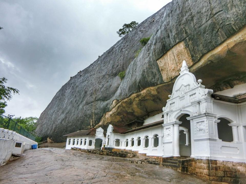 9-iconic-places-to-visit-in-sri-lanka-for-first-time-visitors-dambulla-cave-temple