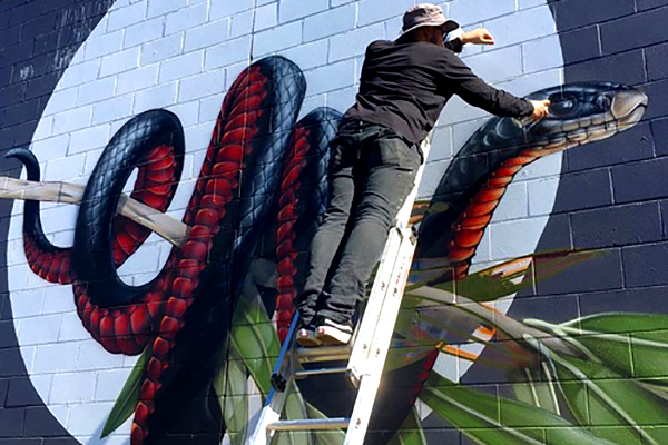 Art - Watch internationally-renowned street artist Thomas Jackson turn an ordinary wall into an underwater wonderland in front of 50,000 people through the day.