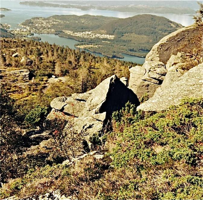 – Vi sat bom fast og måtte ''bakka'' ut frå sprekka i fjellet...