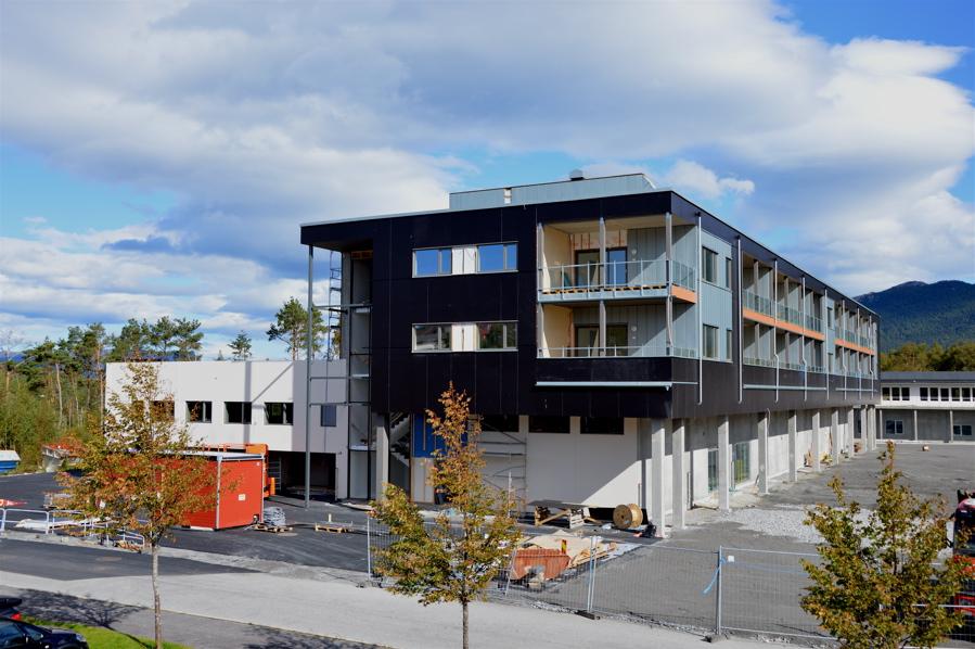 Coop opnar butikk i første høgda og i etasjane over er det tilsaman 18 leiligheter.