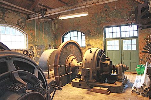 Dei gamle turbinane med utstyr er kulturminne for ettertida.