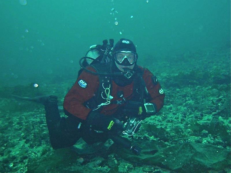 Hobbydykkaren har mykje og profesjonelt utstyr med seg når han ser etter gode undervannsmotiv.