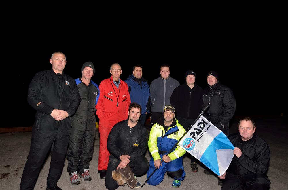 Kvinnherad Undervannsklubb deltok i det internasjonle nattdykket.
