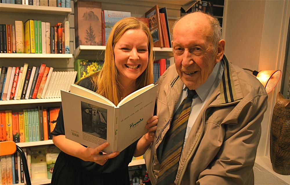 Knut Hass er både stolt og glad for at nettopp Elisabeth, som er inngift i familien, har skrive boka om Grenda.