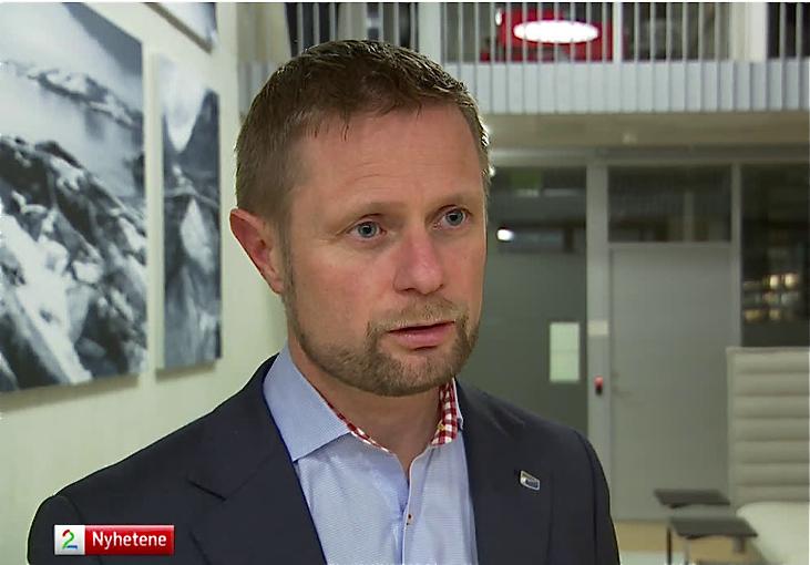 Bent Høie vil ha eit register over kor alle hjartestartarane i landet er plasserte. (Foto: TV2)