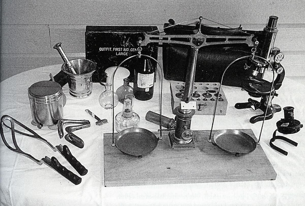 Noko av utstyret dr. Haugen nytta (Foto frå Kvinnhersminne 2003)