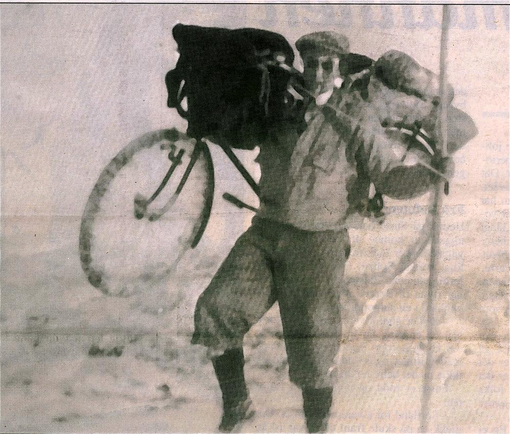 Tjerand Aske sykla over Folgefonna i 1931. Dette biletet tok han med sjølvutløysar.