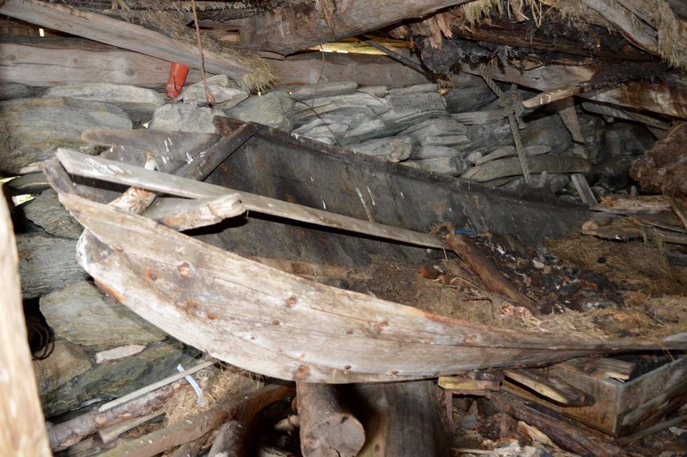 Restane etter robåten til Tjerand ligg enno i naustet på Aske.