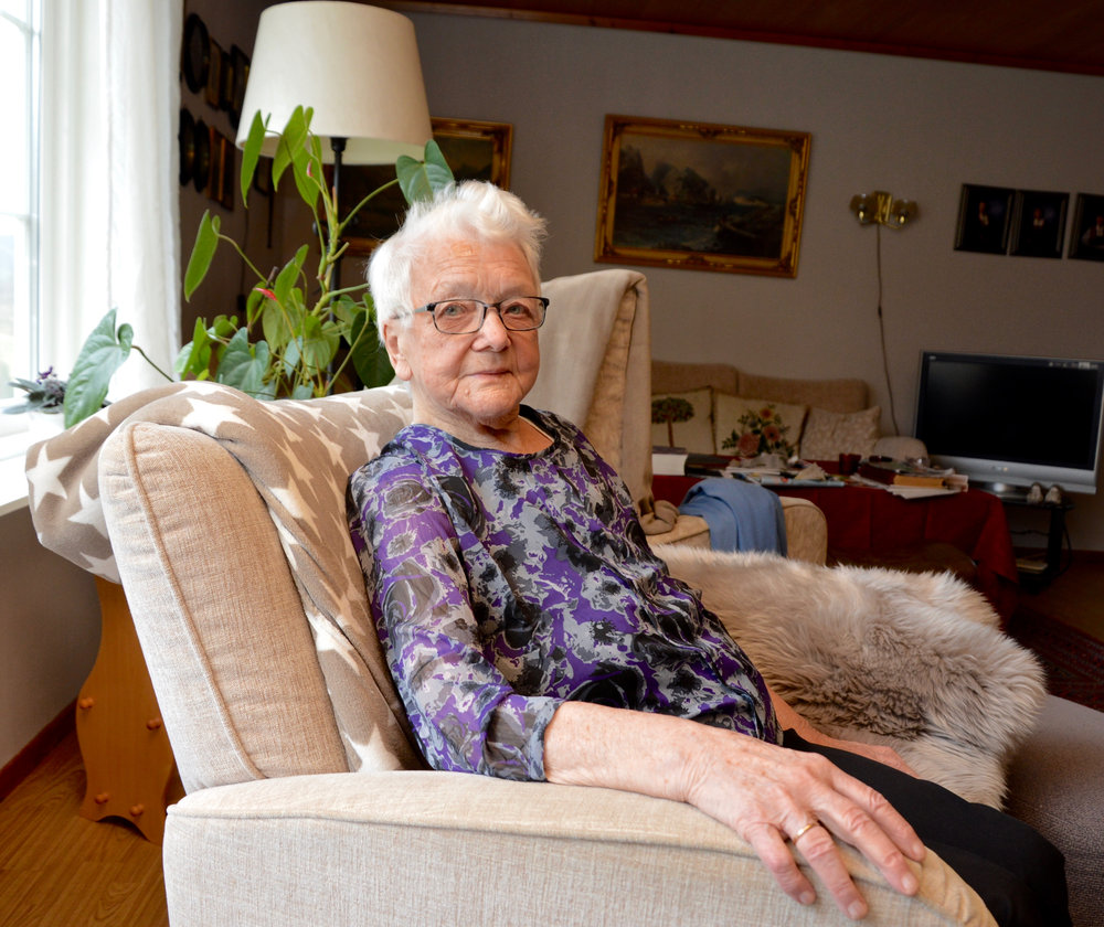 Klara Døssland likar seg heime i si eiga stove og har avslege tilbodet frå fastlegen om ein plass på aldersheimen.