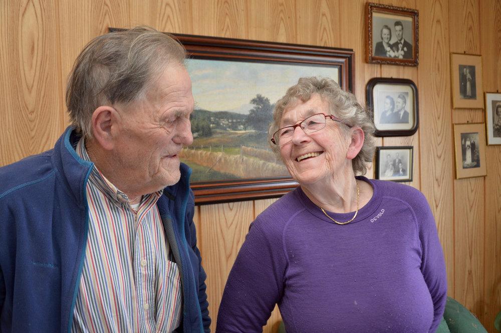 Johannes og Kristine Johnsen trivst best i eigen heim.