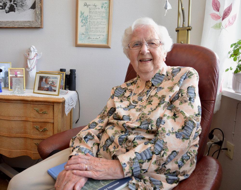 Ovidia Jaastad, snart 102 år, trivst på Utneheimen.