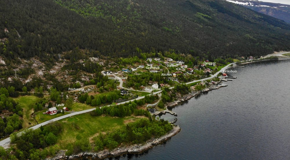 Eit av bileta i boka; området frå Løvik til Langgot. (Foto: Eirik Nødset Bringedal)