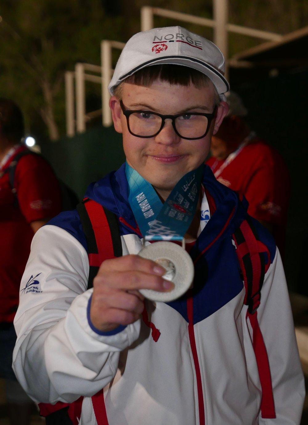 Ein stolt medaljevinnar. (Foto: Lars Ivarsøy)