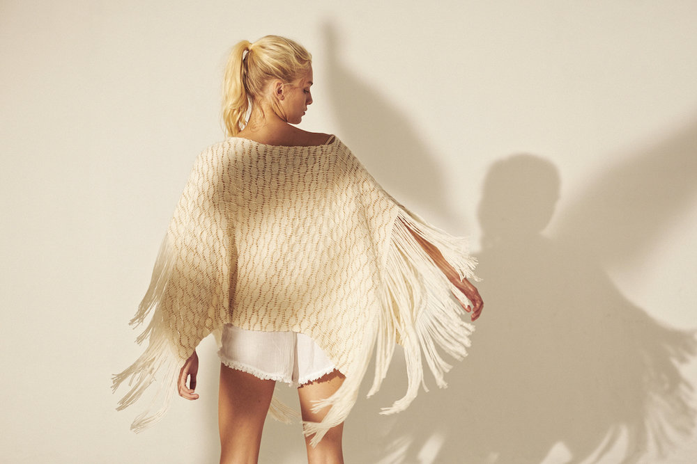 WEHVE SS18, Fringed Poncho, Dunes H81-2013-D A, 410€.jpg
