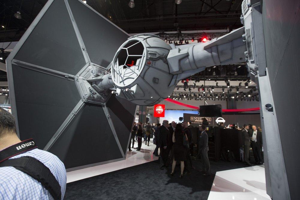 Nissan_Star_Wars_2016LA_display_06.jpg