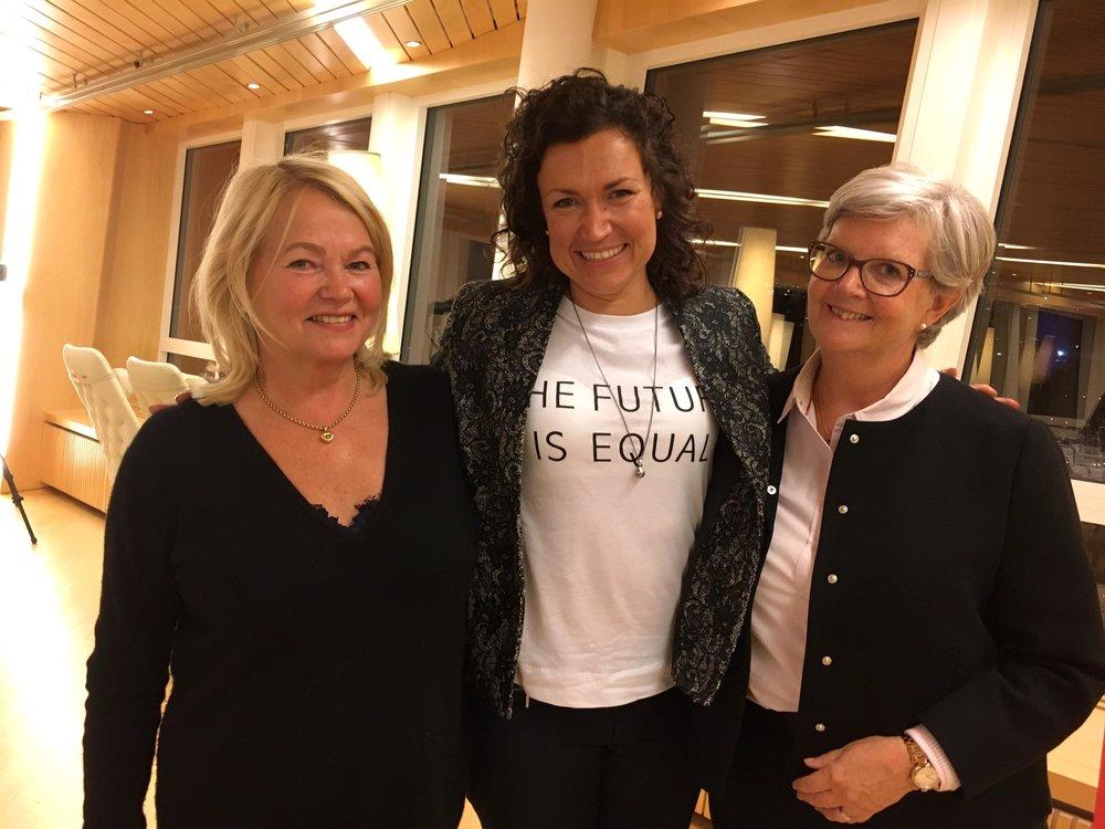 Eva Vati i mitten tillsammans med Eva Carloni till vänster och Charlotte Källander till höger, båda från Trust.