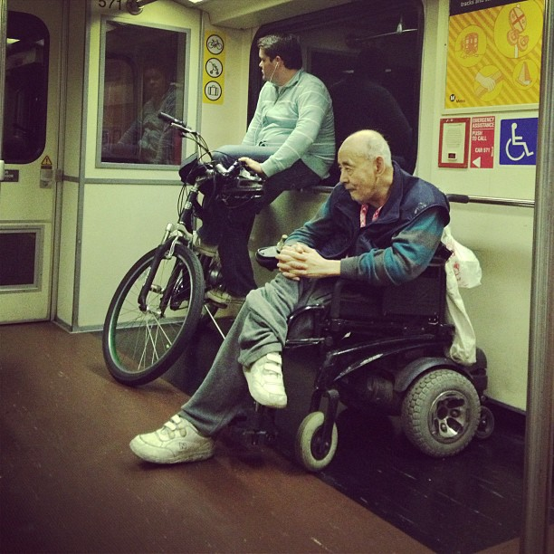 Man_with_shrunken_leg_47.jpg