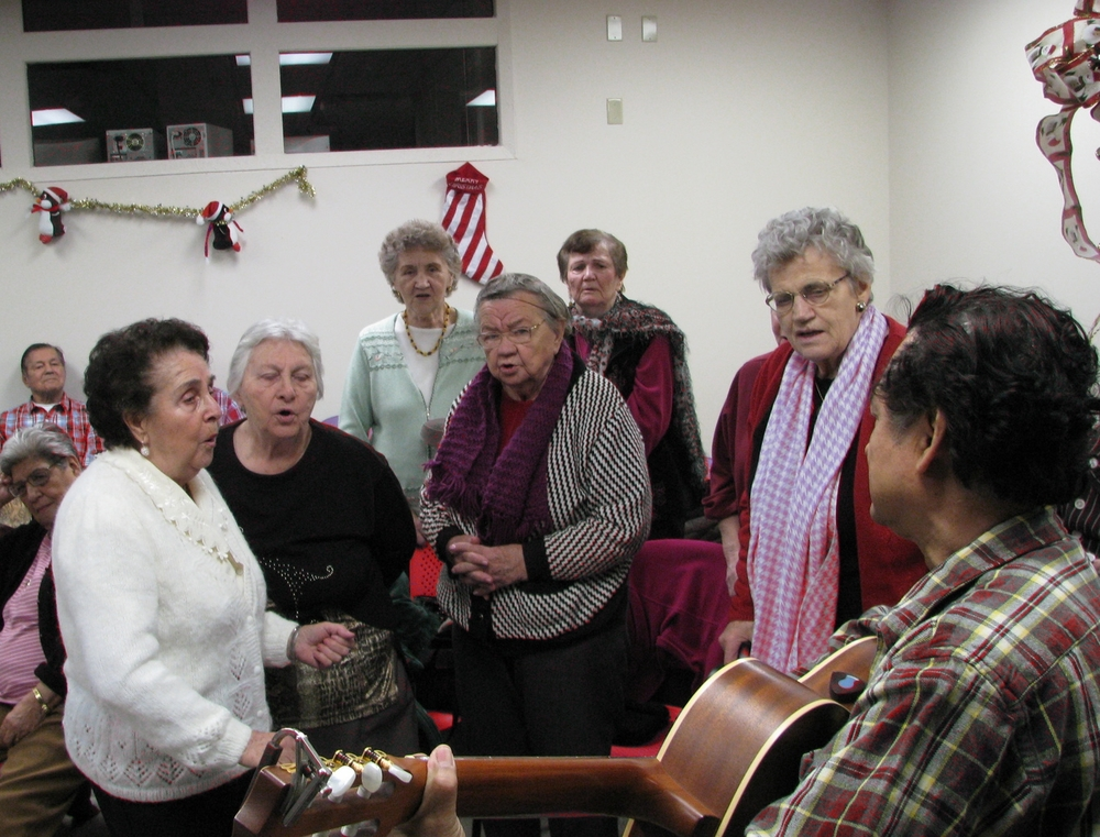 seniors drop-in christmas 2009.jpg