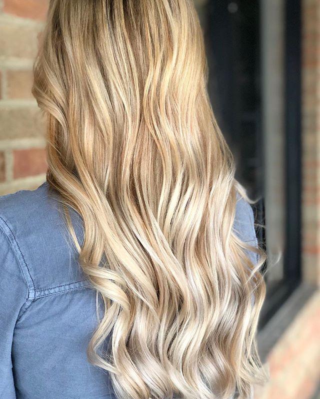 Can't it just be summer already?! #balayage #blondebalayage #babylights #businessofbalayage #balayagedandpainted #columbushairstylist #614hair #kahoots #vanity #osu #buckeyes #dublinohio #hairbrained #hairnerd #paulmitchellpro